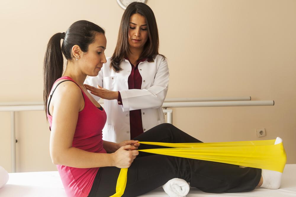 Fisioterapeuta praticando o ofício